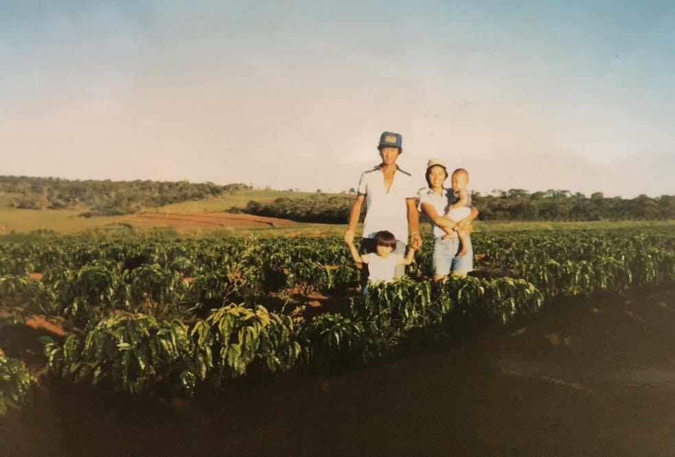Tomio Fukuda moves with his Family to Lagoa Formosa – MG, and starts his activities with coffee plantation in the region named Baú.